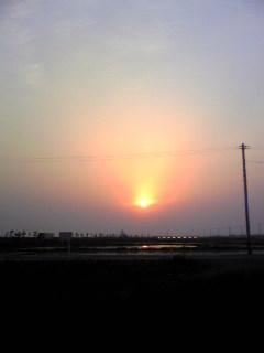 昨日、涌谷町で見ることが出来た夕日の様子です。