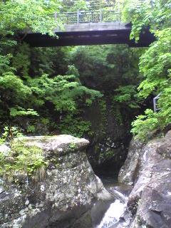 宮城県加美町小野田地区の荒沢の滝下流の一昨日の様子です。