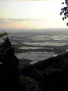 宮城県涌谷町箟岳山山頂から見た今朝のふもとの様子です。