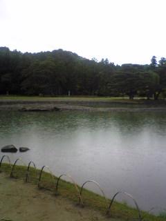 岩手県平泉町毛越寺庭園の様子です。