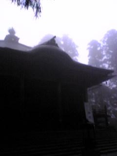 宮城県涌谷町箟岳山山頂の箟峯寺境内の様子です。
