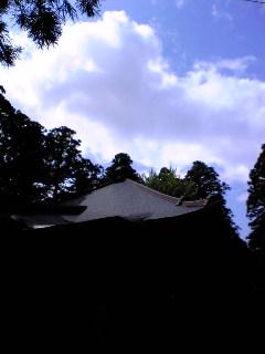 今日午後の宮城県涌谷町箟岳山山頂の箟峯寺上空の様子です。