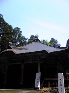 今日の宮城県涌谷町箟岳山の箟峯寺本堂上空の様子です。
