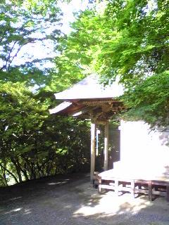 宮城県涌谷町箟岳山の箟峯寺白山堂周辺の様子です。