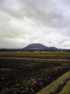 小野田中学校近くで撮影した薬来山の様子です。