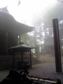 明けて昨日の朝の箟峯寺の様子です。