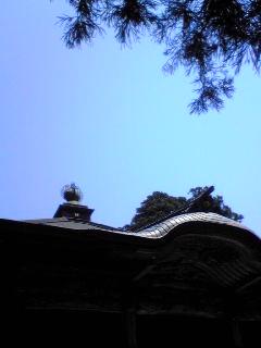 もう一枚、昨日6月2日の箟峯寺上空の青空です。