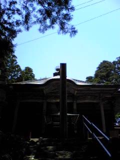 昨日の箟岳山箟峯寺上空は雲一つない青空でした。