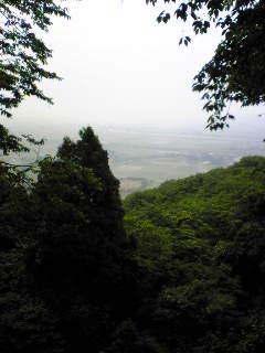 今日6月3日は曇り空だった箟岳山ふもとの様子です。