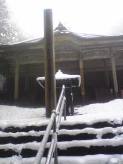 先週木曜日の雪景色の箟峯寺です。