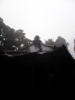 今朝の箟岳山箟峯寺は雨が降っています。